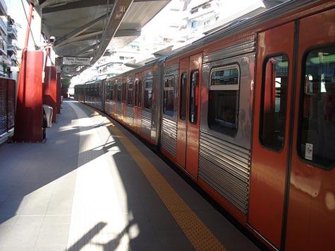 http://www.xblog.gr/wp-content/uploads/2008/03/train-isap.jpg