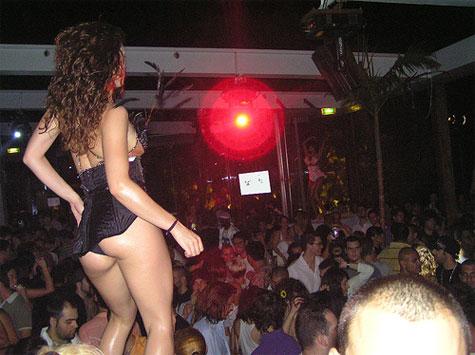 #8: Η Στέλλα χορεύει στο Babae - 909 views