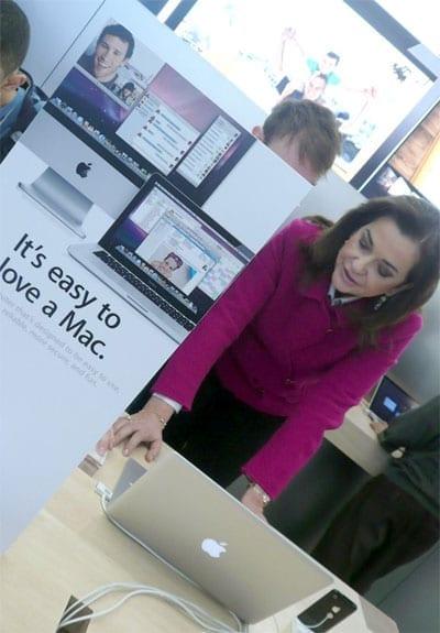 Ντόρα Μπακογιάννη @ Apple Store Νέας Υόρκης