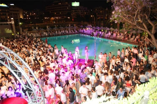 White Night, Hilton pool