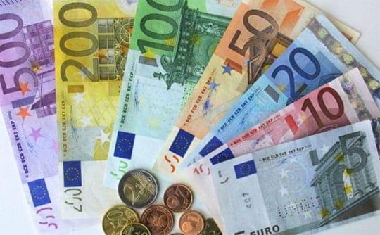 Χαρτονομίσματα και κέρματα Ευρώ