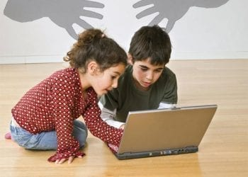 Παιδιά στο laptop