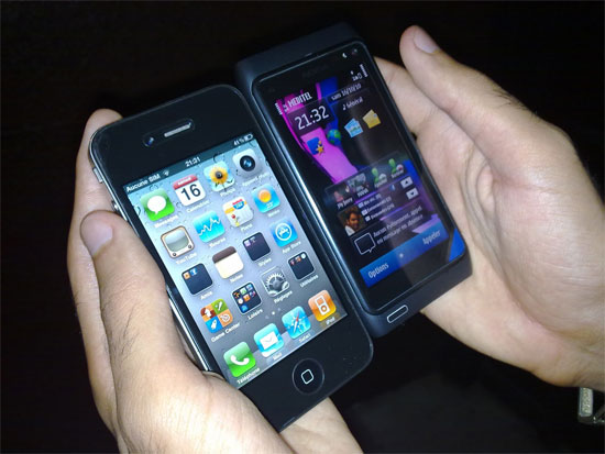 Smartphones iPhone 4 και Nokia N8