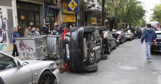Αναποδογύρισαν διπλοπαρκαρισμένο αυτοκίνητο που εμπόδιζε την κυκλοφορία!