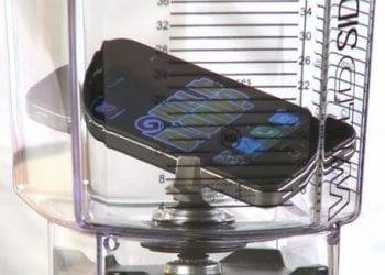 iPhone 4S στο blender! Ναι, έγινε σκόνη!