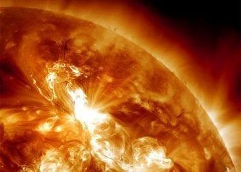 Η μεγαλύτερη ηλιακή έκρηξη των τελευταίων ετών κατευθύνεται προς την Γη!