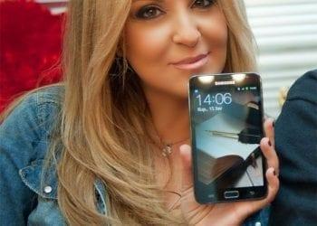 Ναταλία Γερμανού τίγκα στο Photoshop με το Samsung Galaxy Note