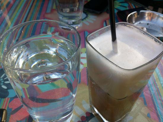 Καφές και νερό, φωτογραφία από το Sony Xperia S