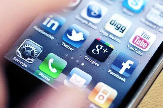 Social Media, πρόσβαση από κινητό