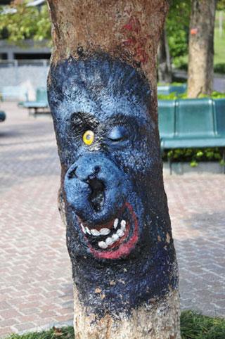 Δέντρο με ζωγραφισμένο ζώο