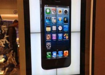 Διαφήμιση iPhone σε οθόνη Samsung