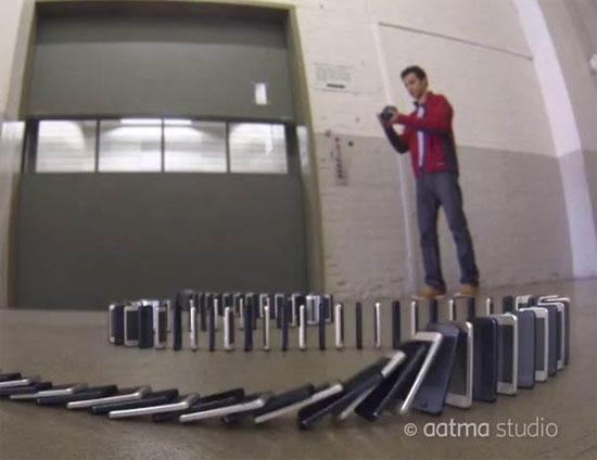 Απίστευτο ντόμινο με 10.000 iPhone 5 να πέφτουν!