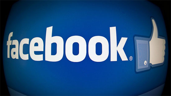 """Ροζ blog """"κλέβει"""" φωτογραφίες από προφίλ γυναικών στο Facebook"""