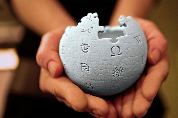 Wikipedia: Στηρίζει τον Έλληνα χρήστη που διώκεται από τον Θεόδωρο Κατσανέβα