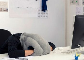 Ύπνος στο γραφείο