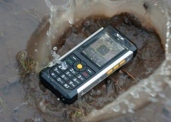 Car B100 ανθεκτικό κινητό