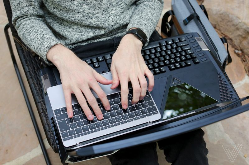 Acer Predator 21 X vs MacBook