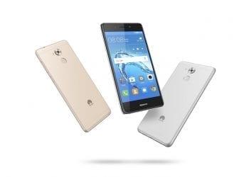 Huawei Nova Smart group shot