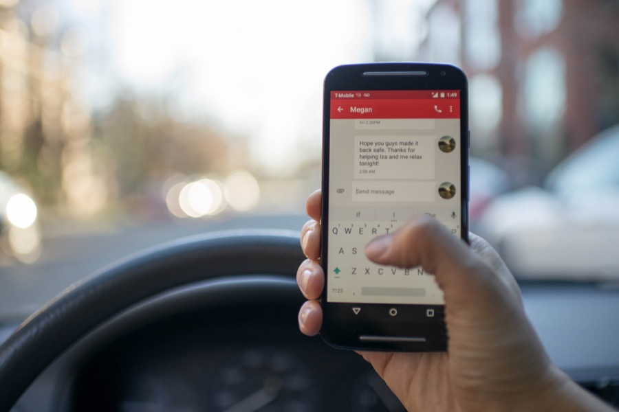 Android smartphone chat car