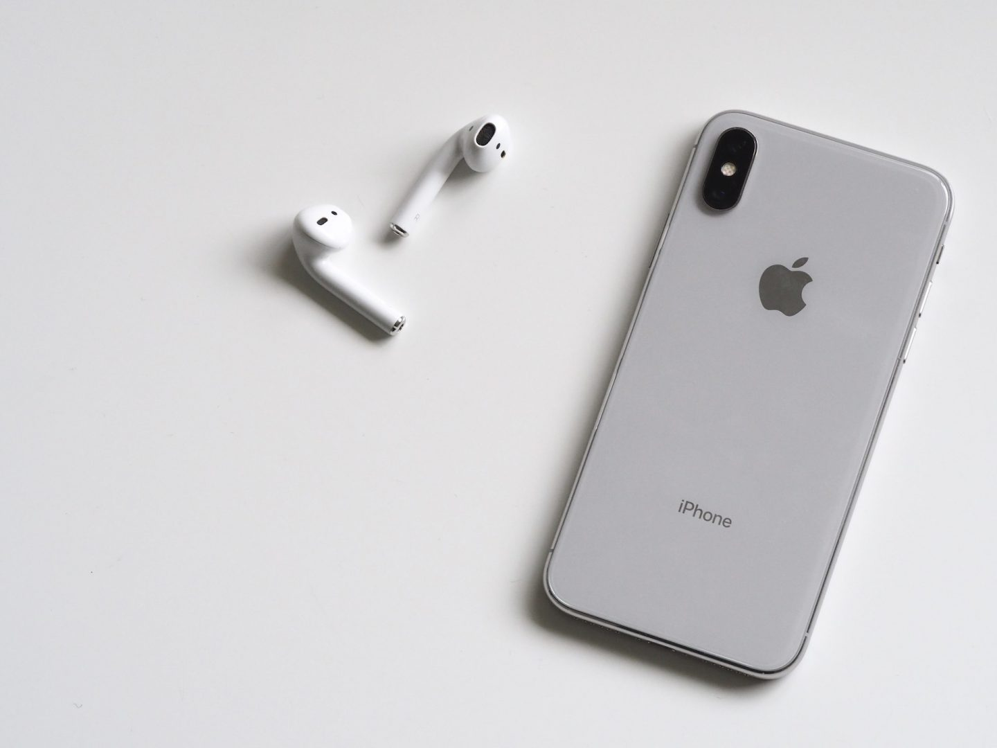 Apple iPhone X white with AirPods
