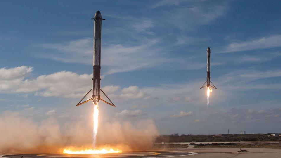 SpaceX Falcon Heavy Falcon 9 land
