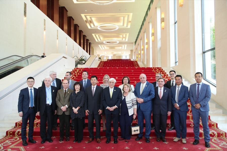 Ο Πρόεδρος της Ελληνικής Δημοκρατίας επισκέφθηκε τα γραφεία της Huawei στην Κίνα