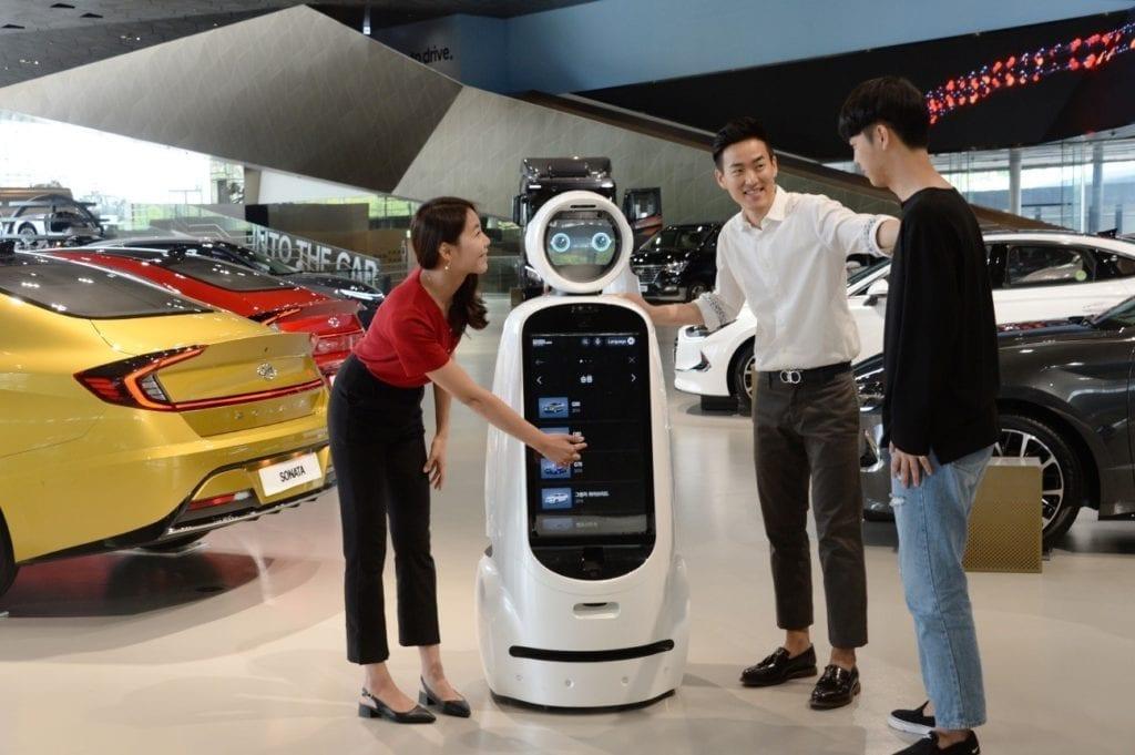 LG and Hyundai Collaboration cloi guidebot