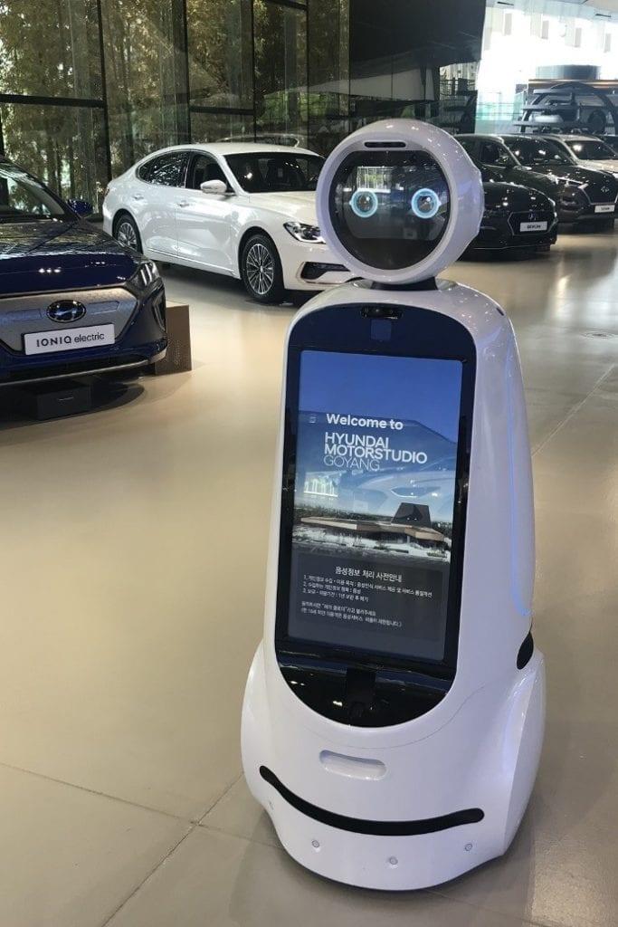 LG and Hyundai Collaboration cloi guidebot 2