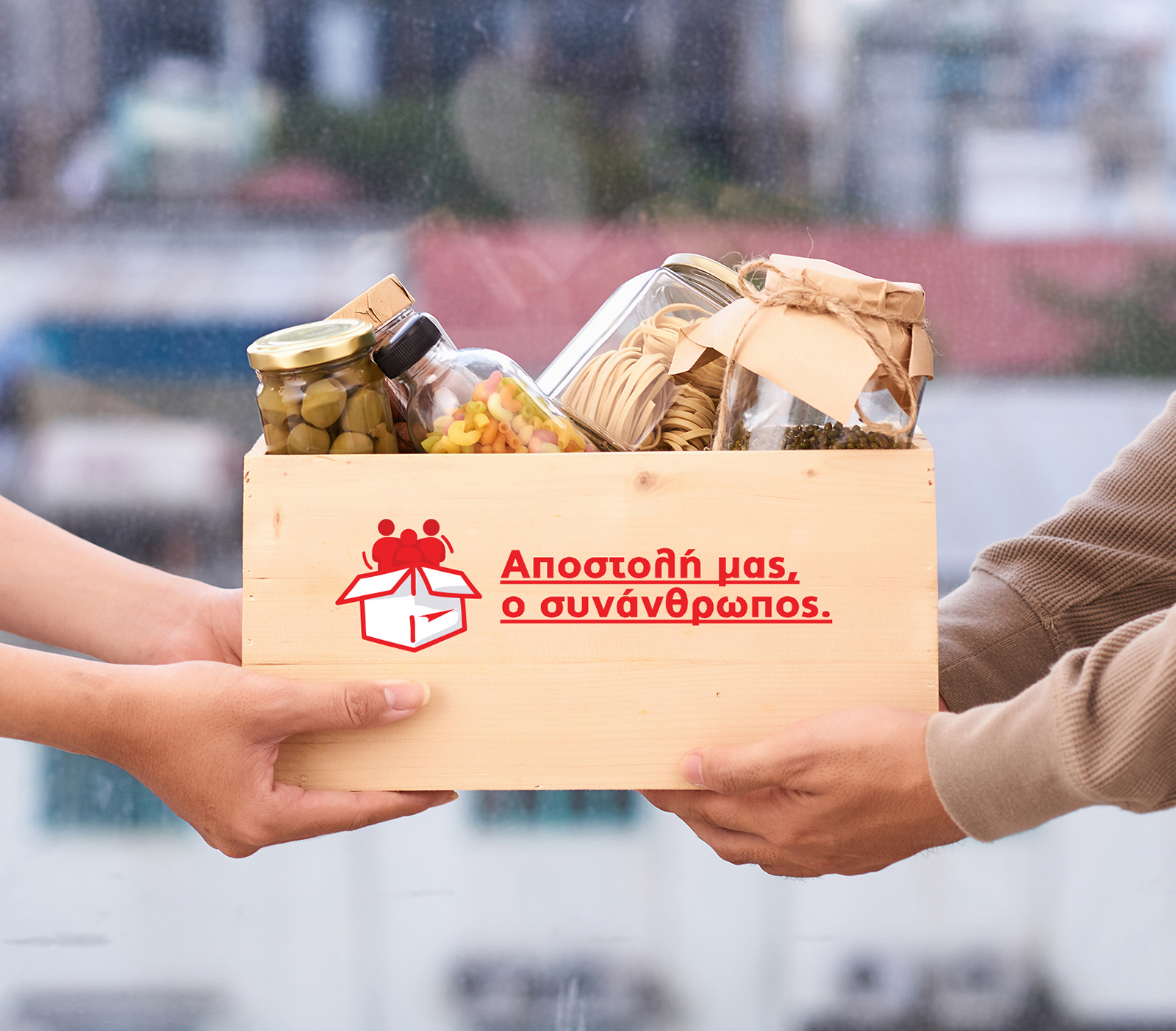 Volunteer,With,Box,Of,Food,For,Poor ,Donation,Concept